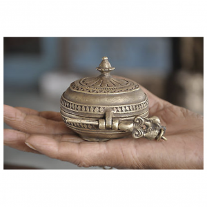 Old Line Engraved South Indian Brass Snuff/Tobacco Box,Rich Patina